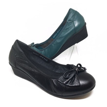 Wholesale china shoes women flat fashionable genuine leather cheap lady casual shoes