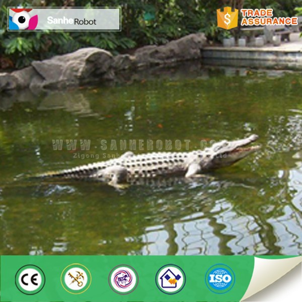Lifelike water theme park remote control crocodile statue