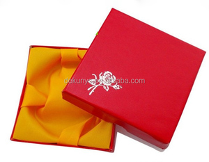 Handmade lid and base square shape jewelry bracelet gift box with velvet lining