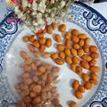 fried and spicy flavoured coated peanuts