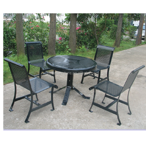 Black powder coated outdoor high top metal bar table and chairs