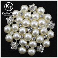 Alibaba Wholesale Handmade Rhinestone Pearl Brooch for Wedding Invitations