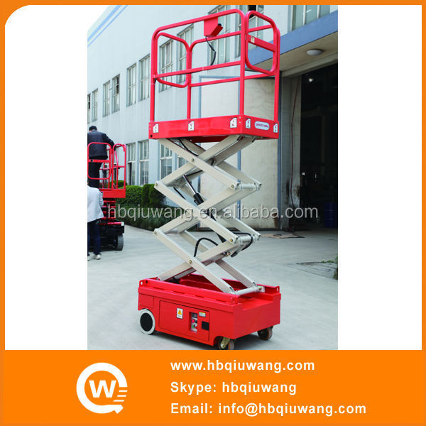 Small self propelled lift table