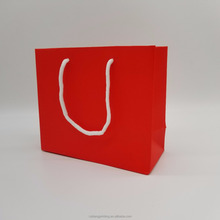 hot sale custom red fashion handle gift packing paper bag wholesales