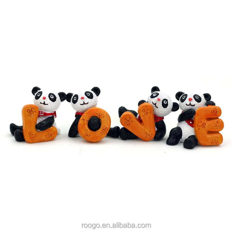 Roogo resin art crafts figure mini panda ornament home decorative with love character shape