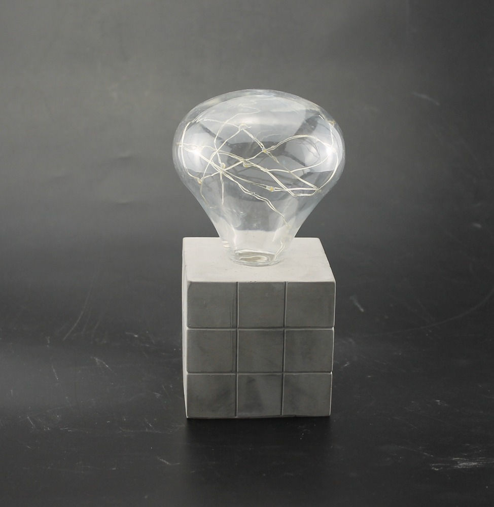 Rubik's Cube Enlarged-end bulb- table lamp with concrete base