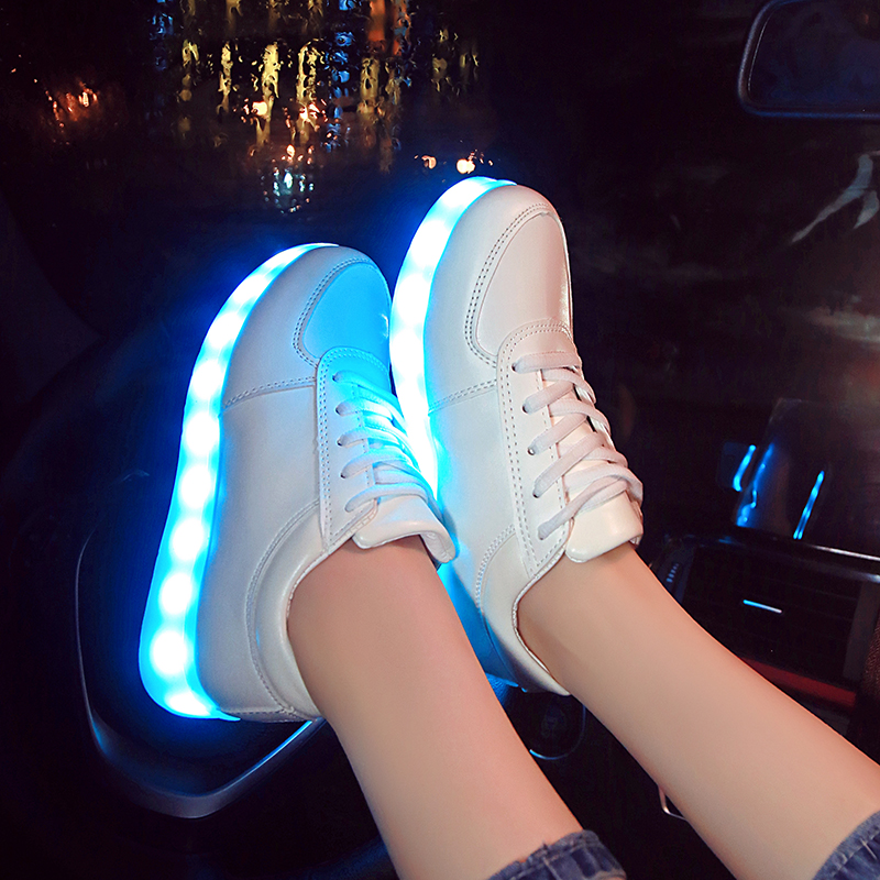 smart product outdoor USB charging light flashing shoes made in china