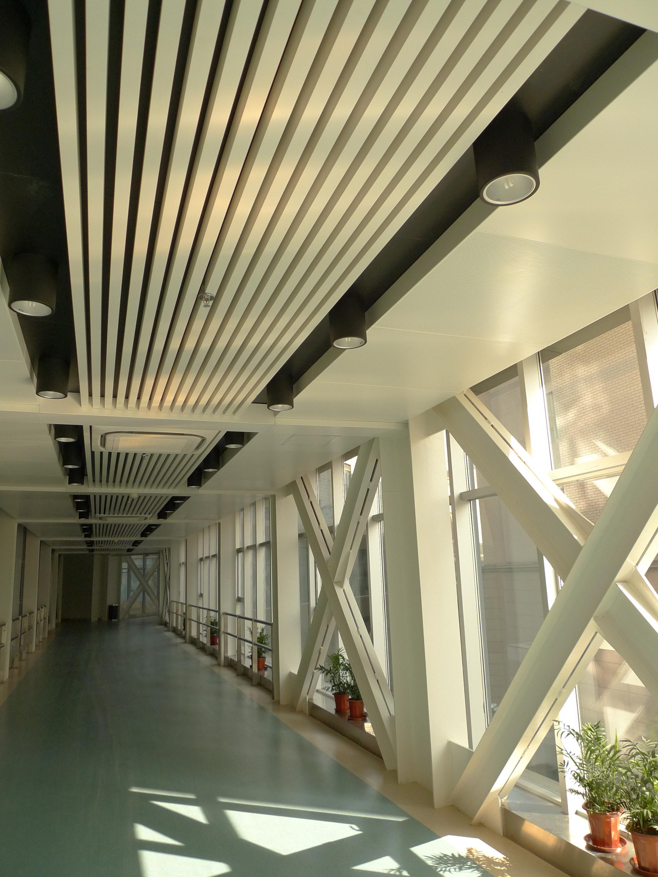 Building Material U- Shaped Aluminum Baffle Ceiling Suspended Linear Rectangular Tube