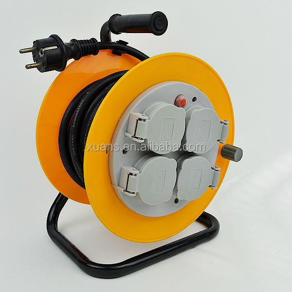 Earthed sockets euro IP44 cable reel with socket cover