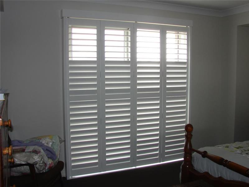Rear louver control louvered window shutters for main bedroom