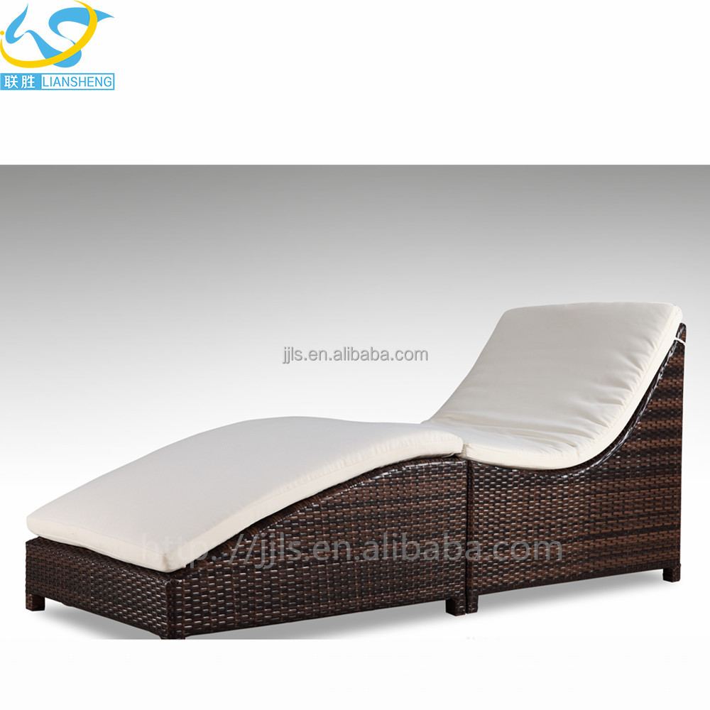 2017 new outdoor lounger rattan beach chair in the hotel