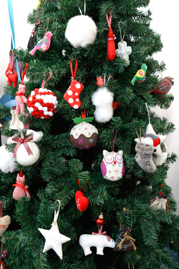 Wholesale plush christmas decoration for supermarket christmas ornament balls