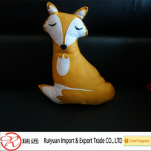 Alibaba website new fashion style fox shape felt pillow for promotional gift