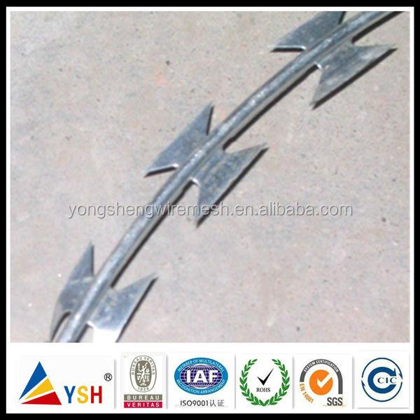 Tiled BTO-22 Hot Dip Galvanized Razor Wire Prison Fence/Military Concertina Wire