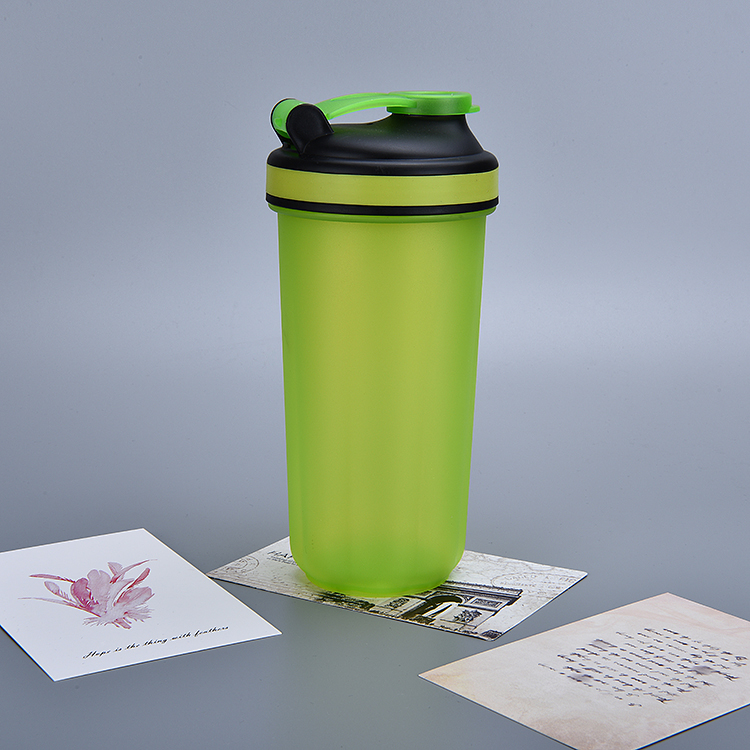 Fitness 600ml Custom logo protein shaker cup, with Sucker Standing on the Table