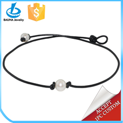 Single baroque freshwater pearl necklace leather