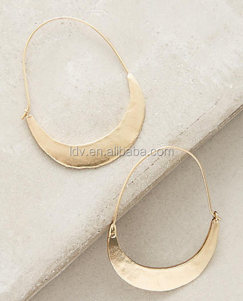 wholesale fashion jewelry metal earrings beautiful earrings high quality crescent hoop earrings