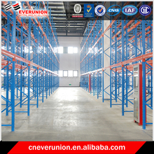 Selective warehouse pallet racking with steel shelf
