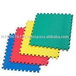 Interlocking rubber floor mat