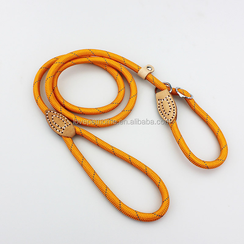 Dog leash retractable hands free hunting dog collar and leash