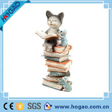 OEM home or indoor decoration Lovely resin cat with book