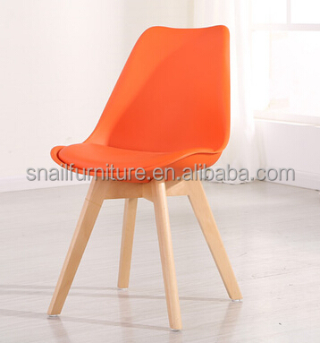 leisure life modern design fashion colorful PU surface solid wood leg plastic chair