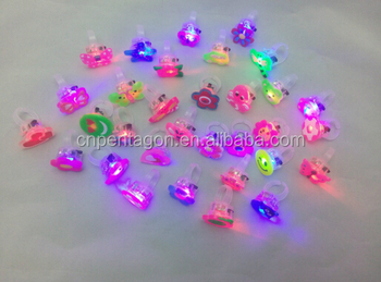 2017 popular promotional multi color flash gift light up ring for children