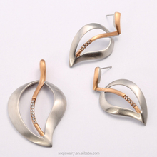 SSS0817007 custom factory hot sell stainless steel leaf shape diamond set yiwu jewelry latest fashion trends