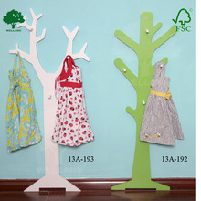 Wooden tree shaped coat rack in WHITE
