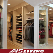 AIS LIVING high gloss lacquer wardrobe sliding door design