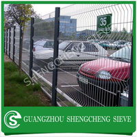PVC/PE Coated Galvanized Wire Mesh Fence For Road Side With Square Post