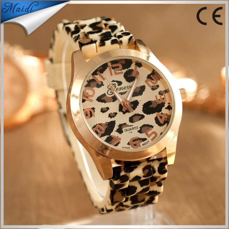 Fashion Ladies Quartz Watch Leopard Print Design Casual Wrist Watch Women Soft Leather Strap Watch Gift for Ladies GW050