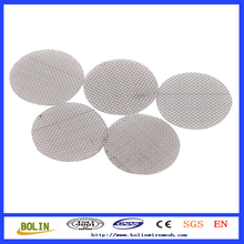 Titanium fine mesh screen for smoking pipes