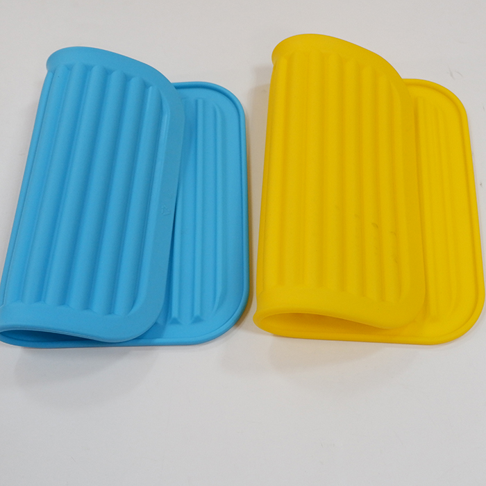 Silicone Pot Holder and Dish Drying Silicon Mat , Kids Silicone Placemat