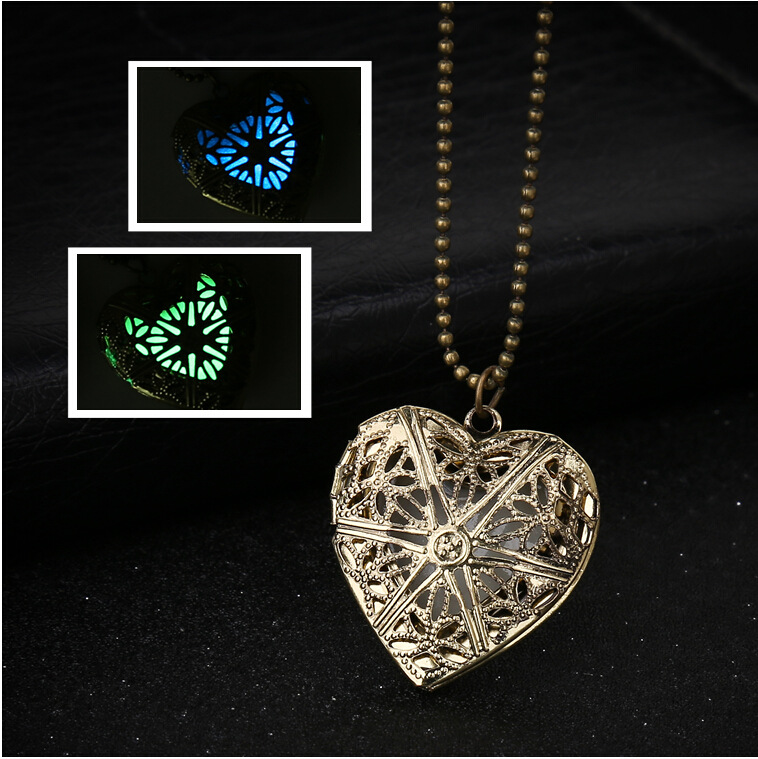 Heart-shaped Retro Hollow Light Can open the Necklace DIY Phase Box Luminous Pendant