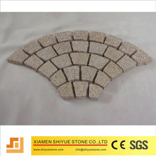 Cheap granite cobble stone driveway granite paving stone on the mesh