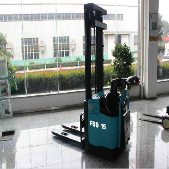 Factory Directly Sell High Quality 1.5Ton mini Electric Stacker With Cheap Price