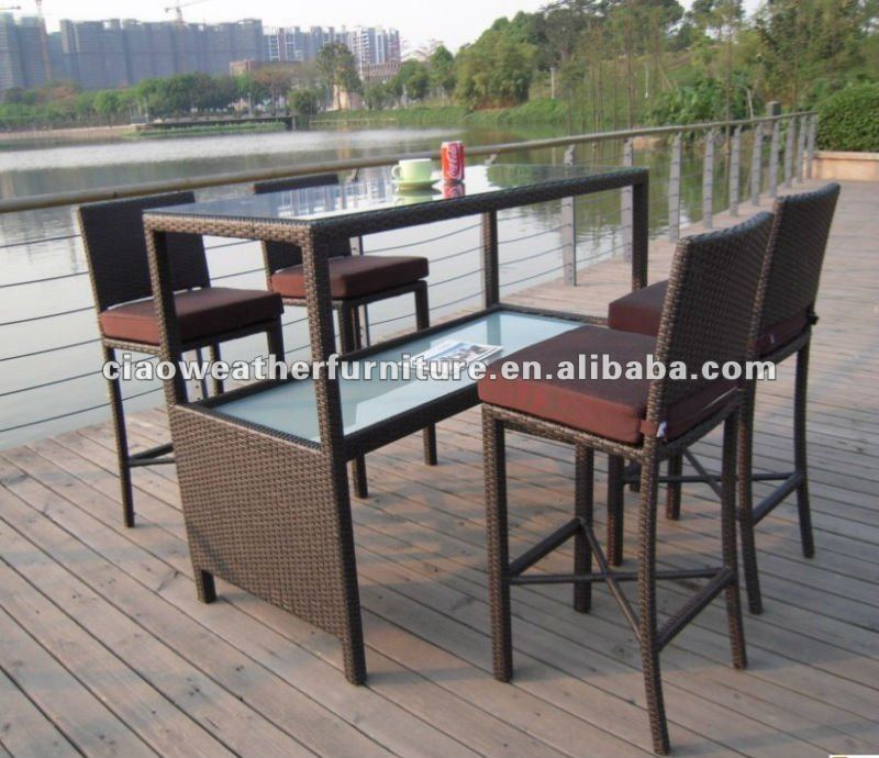 Bar en el patio y jard n ocio silla de la barra y for Ocio y jardin