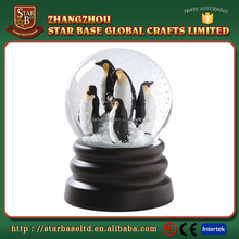 Glass water globe decoration penguins cheap resin snow globe
