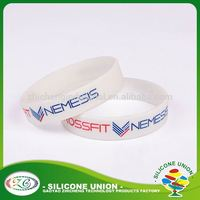Accepted OEM advertising debossed logo custom rubber wristband silicone bracelet