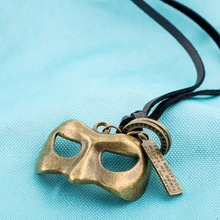 Wholesale Retro Jewelry Latest Designs Mask Tag Circle Leather Necklace