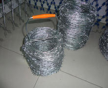 Galvanized Double Twisted Barbed Wire with handle/Barbed Iron Wire Coil for Fence