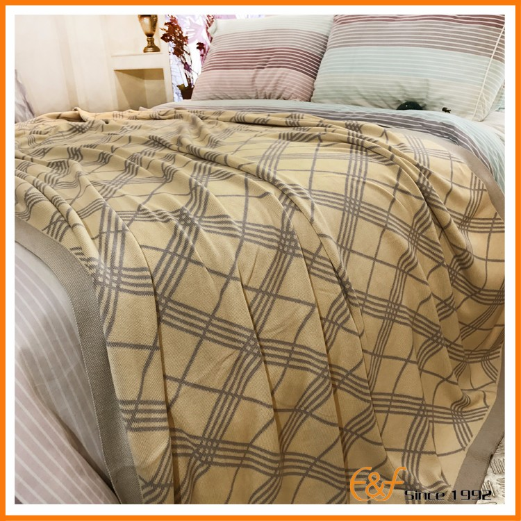Adults Cozy All Season Used 100-Percent Cotton Home Comfort Blanket in Bed Blanket