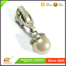 CHENGDA Wholesale Brand Custom Key Locking Metal Zipper Puller Sliders