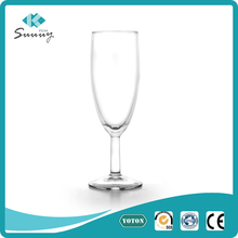 2017 new design transparent unbreakable goblet glass cup for champagne