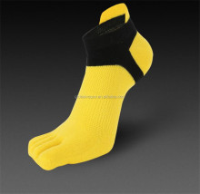 Cotton breathable net refers to the fingers socks wholesale men's socks