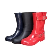 latest design lady casual style rubber rain shoes, china made design cheap flat rain boots