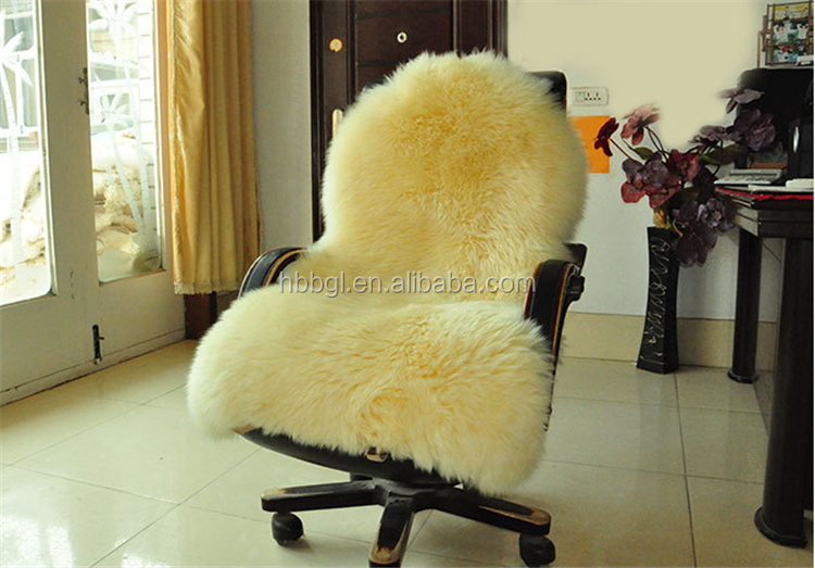 Fur blankets, rugs and carpets made luxurious furs