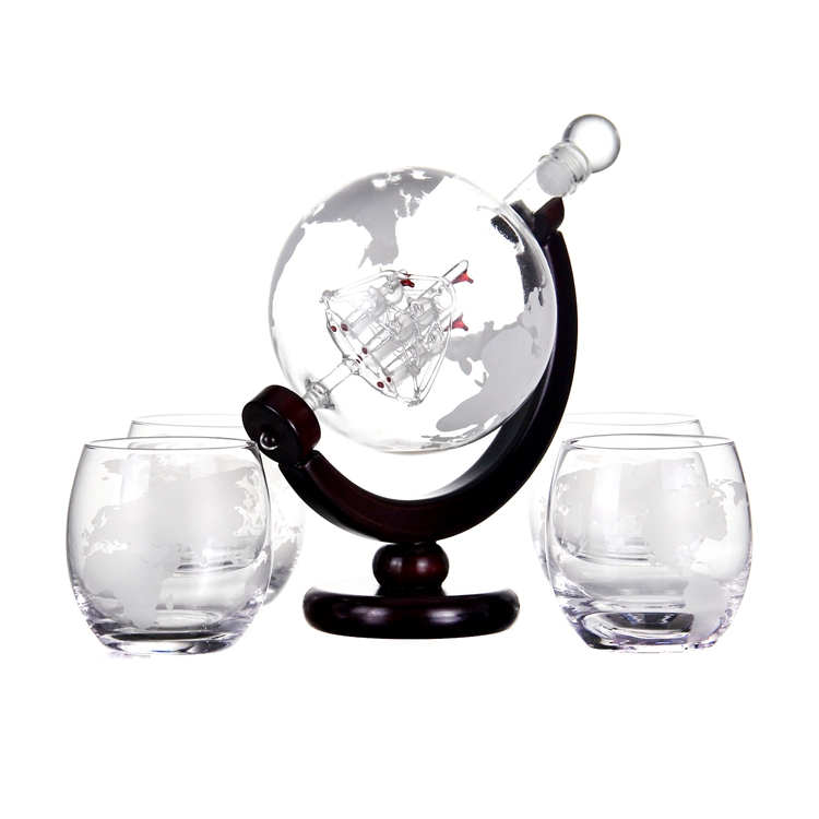 High quality Globe Liquor Decanter set with wood base and globe glasses for the <strong>wine</strong> and spirits