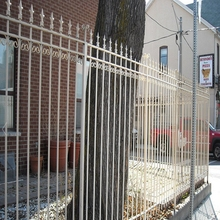Easy maintenance Commercial safety grass metal fencing